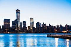 Pier and Manhattan skyline at dusk, New York City, USA Kuvituskuvat
