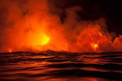 Lava flow into sea at night, Kilauea volcano, Hawaii Kuvituskuvat