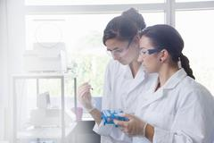 Biology students working in lab Kuvituskuvat