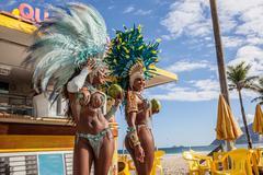 Samba dancers in costume with coconut drinks, Ipanema Beach, Rio De Janeiro, Kuvituskuvat