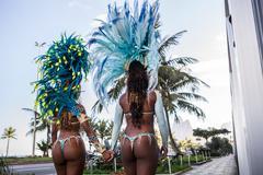 Rear view of samba dancers holding hands, Ipanema Beach, Rio De Janeiro, Brazil Kuvituskuvat