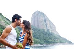 Couple kissing on beach with Sugarloaf Mountain, Rio de Janeiro, Brazil Kuvituskuvat