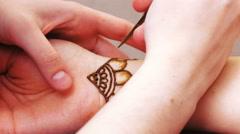 Drawing henna mehendi Stock Footage