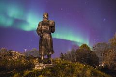 Northern light (aurora borealis) behind a statue Stock Photos