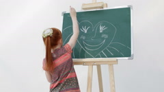 The little red-haired girl with freckles draws the sun in the form of heart o - stock footage