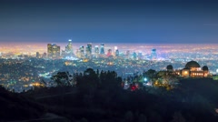 Zoom downtown city Los Angels skyline night Griffith Observatory 4K timelapse Arkistovideo