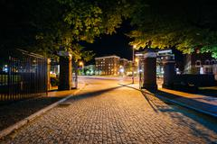 The cobblestone driveway to Johns Hopkins University at night, in Baltimore,  Stock Photos