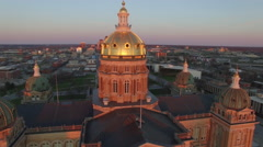 Des Moines State Capitol Early Morning 001 Dome Flyby Stock Footage