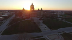 Des Moines State Capitol Early Morning 004 Approaching Stock Footage
