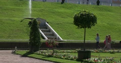 Alley of the garden with fountains. Petergof Stock Footage