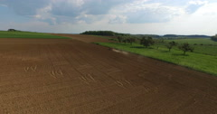 Traktor in field from above. Stock Footage
