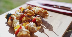 Crispy cooked chicken vegetable kabobs Stock Footage