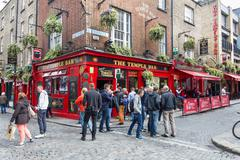 Tourists walking in the Temple Bar area, Dublin, Ireland Stock Photos