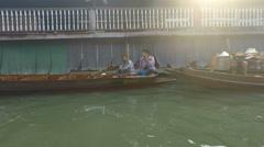 River cruise damnoek saduak Stock Footage