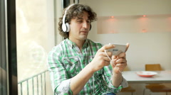 Man playing game on smartphone and loosing it, steadycam shot Stock Footage