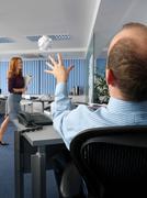 Office worker throwing paper ball Kuvituskuvat