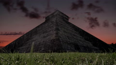 Day to night time lapse of chichen itza temple Stock Footage