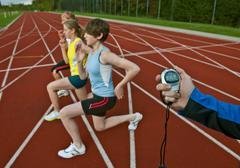 3 female athletes and trainer Kuvituskuvat