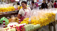 Bangkok flower market woman happy smiling Stock Footage