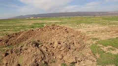 Right pan of a large field on the Kurdish Iraqi and ISIS border Stock Footage