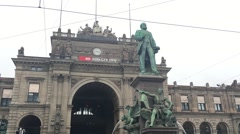 Down tilt of Statue of Alfred Escher in front of the Zurich grand station Stock Footage