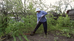 Woman digging shovel in the garden Stock Footage
