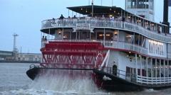 Natchez addle steamer on Mississippi River Stock Footage