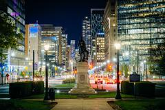 Statue and walkway at Queen's Park, and buildings on University Avenue at nig Stock Photos