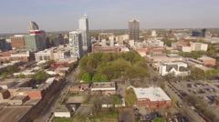 Flying backwards above downtown Raleigh, NC. Arkistovideo