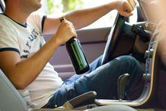 Man drinking beer while driving the car Kuvituskuvat