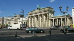 Cars and buses are passing by the Brandenburger Tor at Berlin distric Mitte. Stock Footage