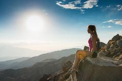Woman taking break on mountain, Joshua Tree National Park, California, US Kuvituskuvat