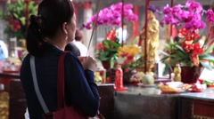 Asian woman praying at the Lungshan Temple in Taipei Stock Footage