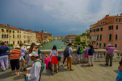 VENICE, ITALY - JUNE 18, 2015: Tourists of all the world arrives to Venice, nice Stock Photos
