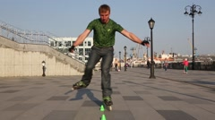 Guy doing a virtuoso tricks on roller skates Stock Footage