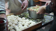 Hand made dumpling stuffing meat inside flour at night market street food stall Arkistovideo