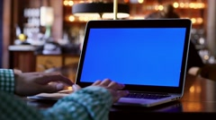 Bohka macbook pro blue screen Stock Footage