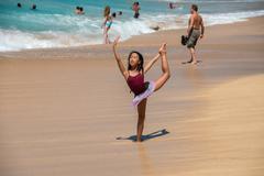 HONOLULU, USA - AUGUST, 14 2014 -  People having fun at hawaii island beach Kuvituskuvat