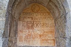 Medieval latin inscription expecto resurrectio: waiting for resurrection Stock Photos