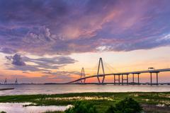 Charleston, South Carolina, USA at Arthur Ravenel Jr. Bridge. Kuvituskuvat