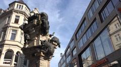 4k Cats stele statue close up panning city centre Braunschweig Stock Footage
