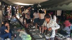 Crowd at the Maeklong Railway Market (Taled Rom Hoop) Stock Footage