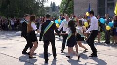 Graduation waltz on line Arkistovideo