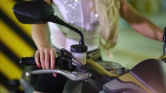 Torso and hand of woman on bike, twisting handle and pressing brake. Stock Footage