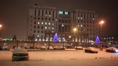 Snow-covered parking in front of building with inscription Moscow regional court Stock Footage