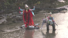 Hindu Idols in a river - zoom out Stock Footage