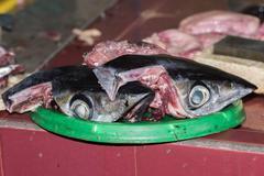 Hands cutting yellofin fresh tuna at maldives male capital town market Stock Photos