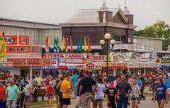 DES MOINES, IA /USA - AUGUST 10,2014: Attendees at the Iowa State Fair Kuvituskuvat