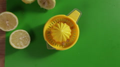 Juicing a lemon top shot close up Stock Footage