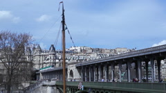 Train going on the Bir Hakeim bridge in Paris Stock Footage